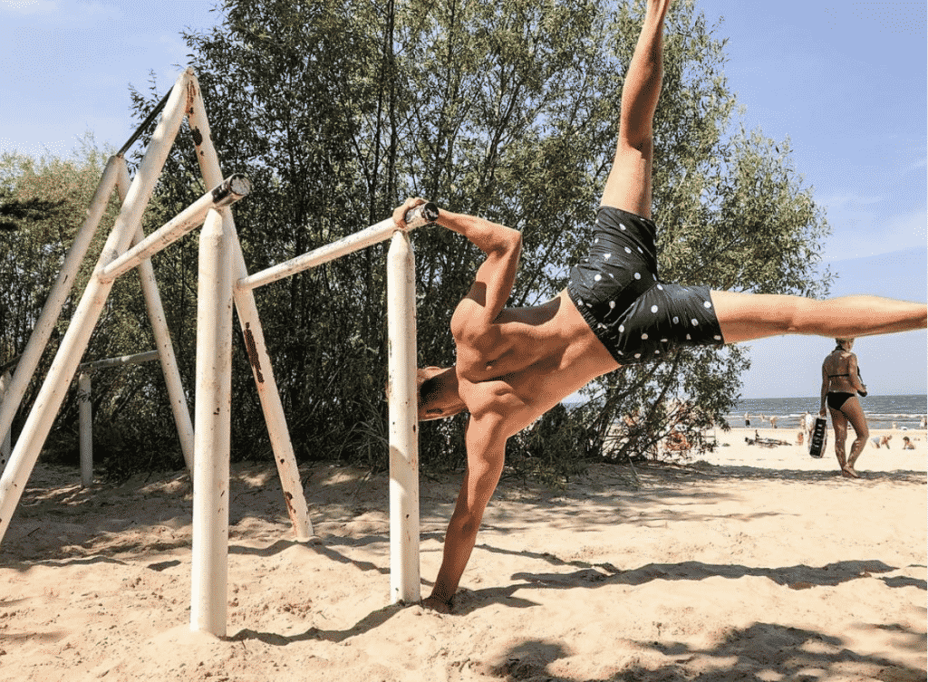 Static Holds is one of the best known calisthenics exercises